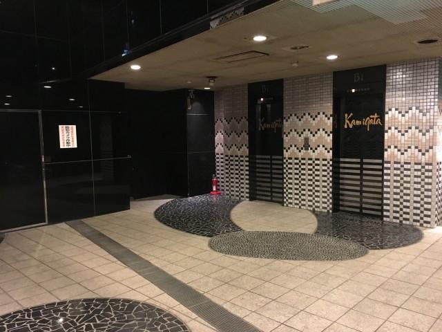 エレベーター前の空間も利用可能。